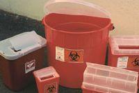 Медицинские отходы выброшены на улицу